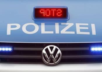 Stopzeichen eines Polizeiautos