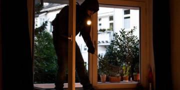 Einbruch, offenes Fenster