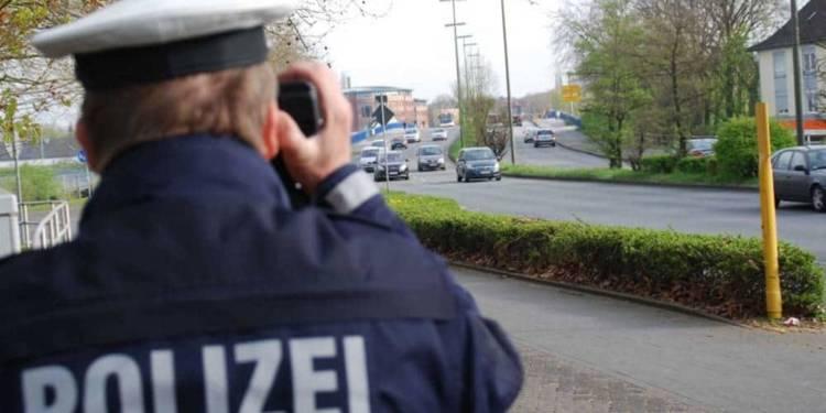 Mobile Geschwindigkeitskontrolle der Polizei