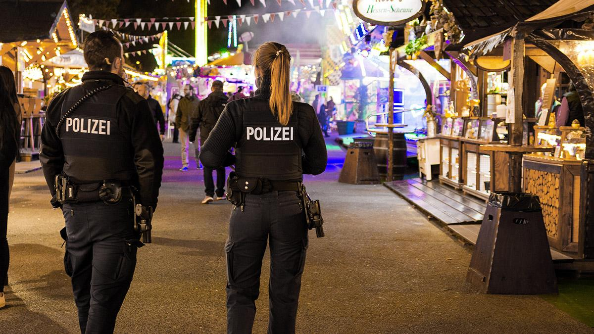 Bielefelder Weihnachtsmarkt.Polizei Verstarkt Prasenzstreifen Auf Dem Bielefelder