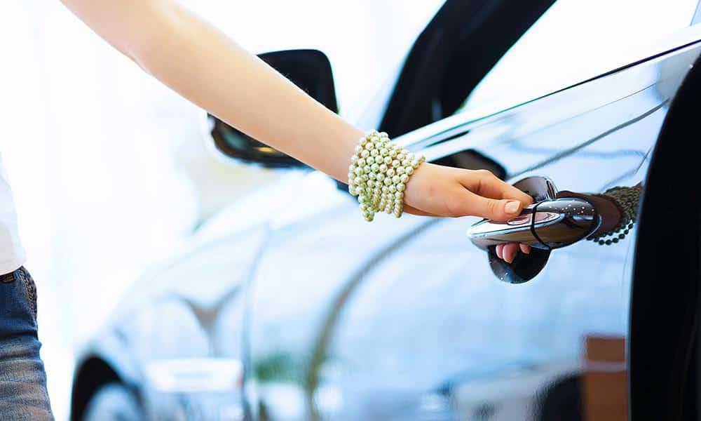 Auto, Frau - © Pixabay
