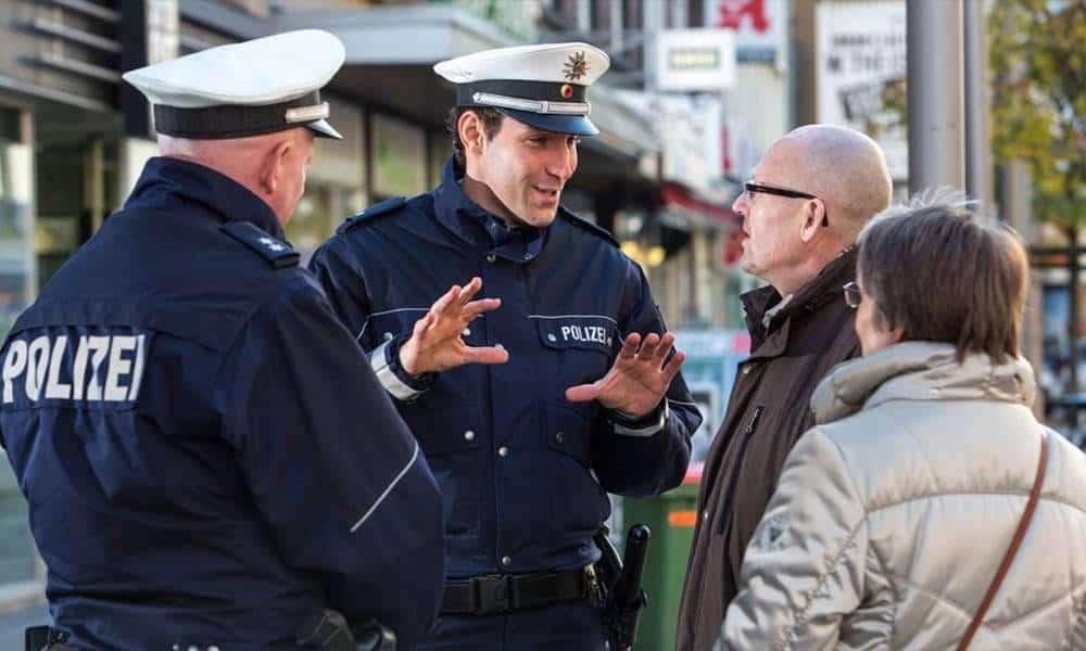 Polizisten - © Polizei