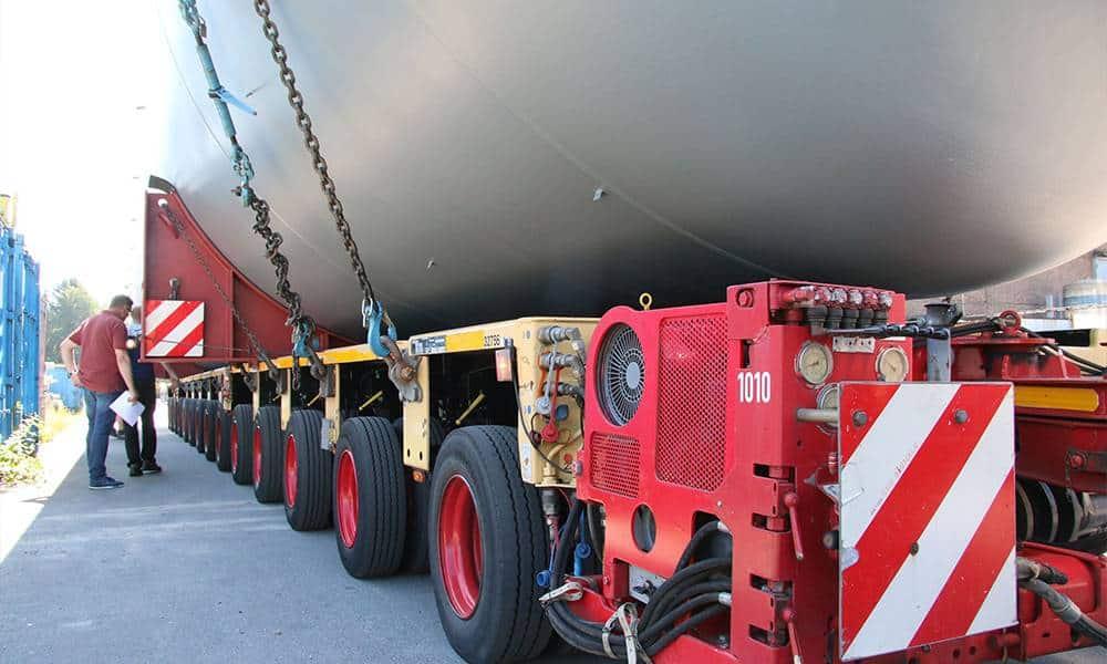 Rund 186 Tonnen bringt jeder der Schwertransporter insgesamt auf die Waage. - © Kreis Gütersloh