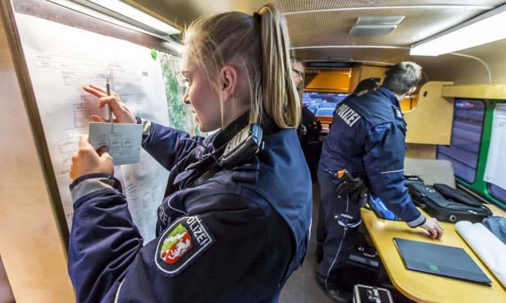 Einsatzleitung - © Polizei