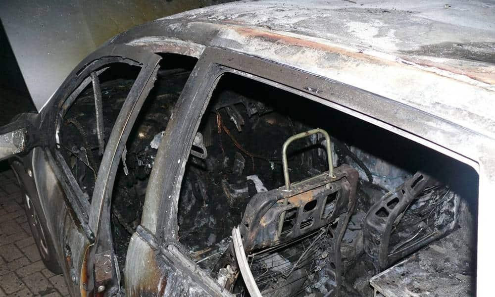Der Skoda brannte komplett aus - © Polizei Hüllhorst