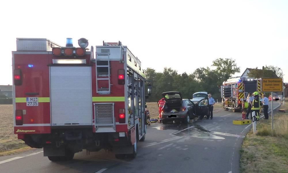 Die beiden Autos stießen im Bereich der S-Kurve frontal zusammen - © Polizei Bad Oeynhausen