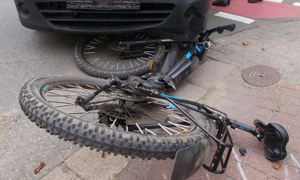 Das Rad des 16-Jährigen, ein Pedelec, wurde von dem Fahrzeug erfasst. - © Polizei Bad Oeynhausen