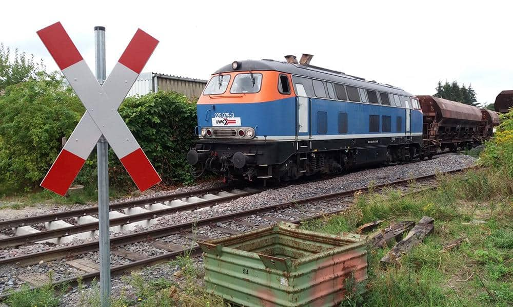 Streckenbau in Brochterbeck: Die Lappwaldbahn stellte die Streckenabschnittte schrittweise wieder her. - © Nico Verhufen