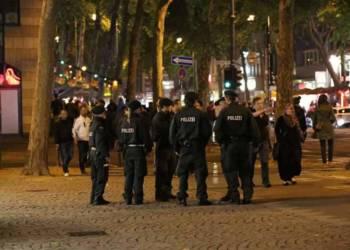 Eine Gruppe Polizisten in der Innenstadt