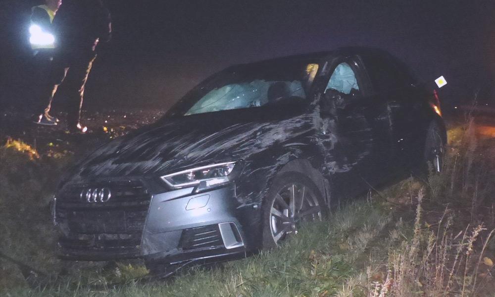 Audi mit Totalschaden im Straßengraben