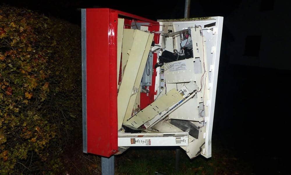 Aufgesprengter Zigarettenautomat