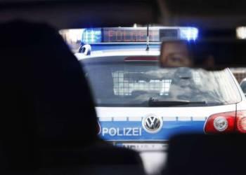 """Polizeiauto mit """"Folgen""""-Signal"""