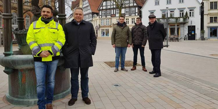 Bad Salzuflen's Bürgermeister in einer Gruppe am Markt