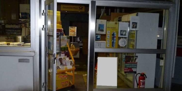 Die Einbrecher hatten es offenbar auf Tabakwaren abgesehen - © Polizei Hille