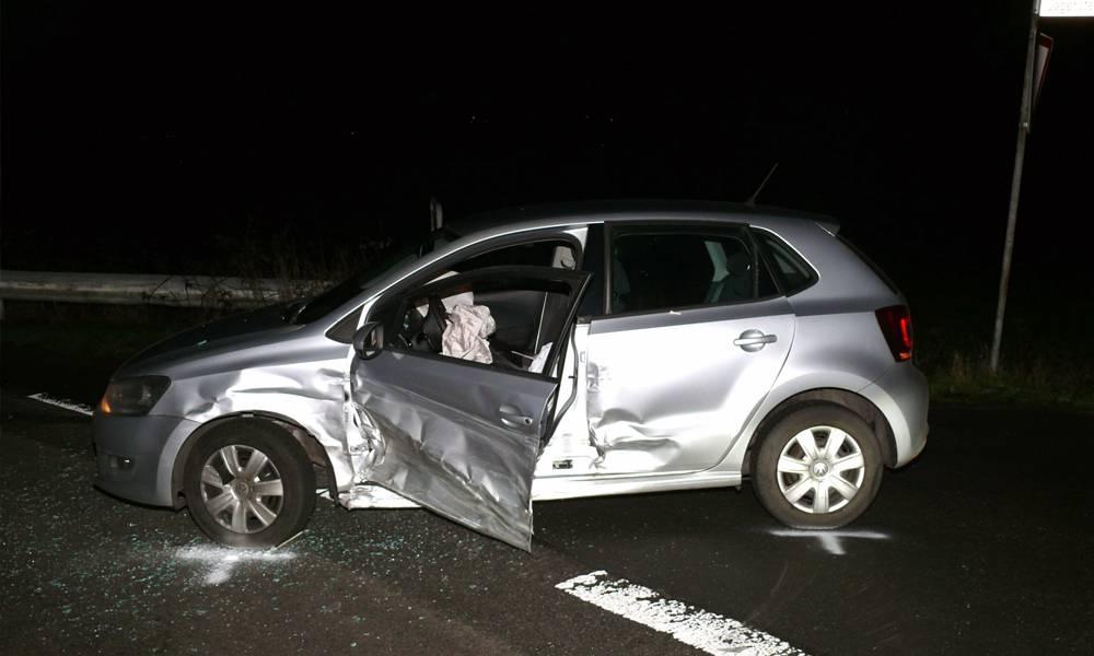 Der VW des Mannes aus Nettelstedt wurde an der Fahrerseite beschädigt. - © Polizei Hüllhorst