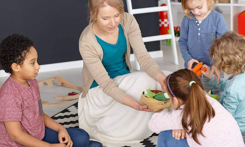Spielen mit Kindern - © Envato Elements