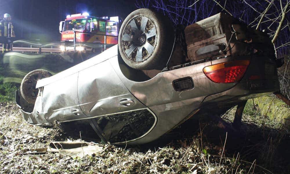 Verkehrsunfall bei Steinheim-Vinsebeck - © Polizei Steinheim