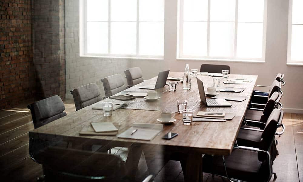 Großer Meetingtisch