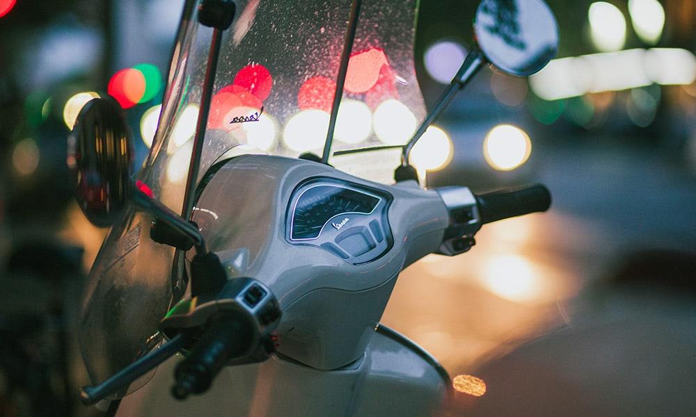 Roller mit Windschutzscheibe