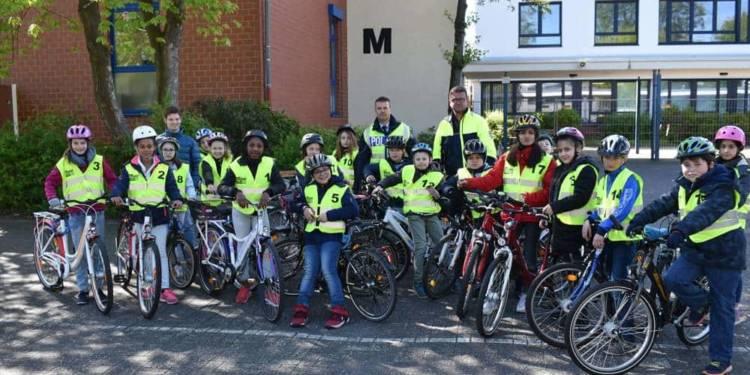 Schüler aus Bad Lippspringe bei der Fahrradprüfung