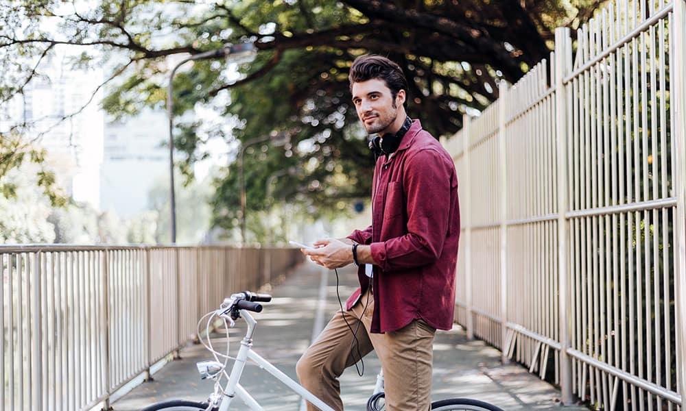 Fahrradfahrer mit Musik