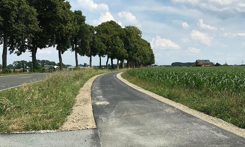 Fahrradweg entlang der K1