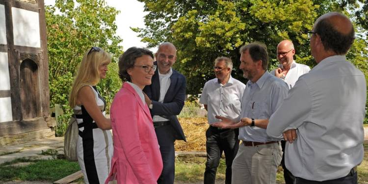 NRW-Heimatministerin Ina Scharrenbach