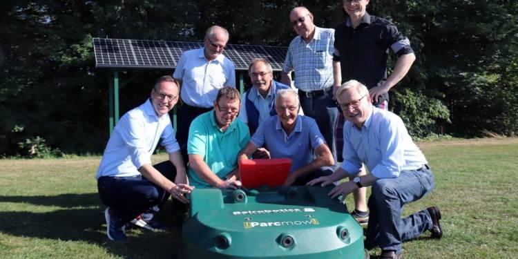 Solargetriebener Mähroboter