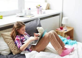 Mädchen, Internet